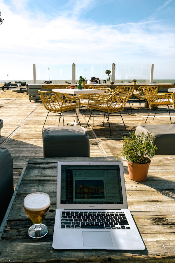 Computer by the beach with a beer. Read how to create the perfect page title for SEO and social media sharing. #seo #business #socialmedia